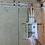 montazh-elektroprovodki-otkrytym-metodom